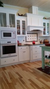 Cottage kitchen bar top and stools